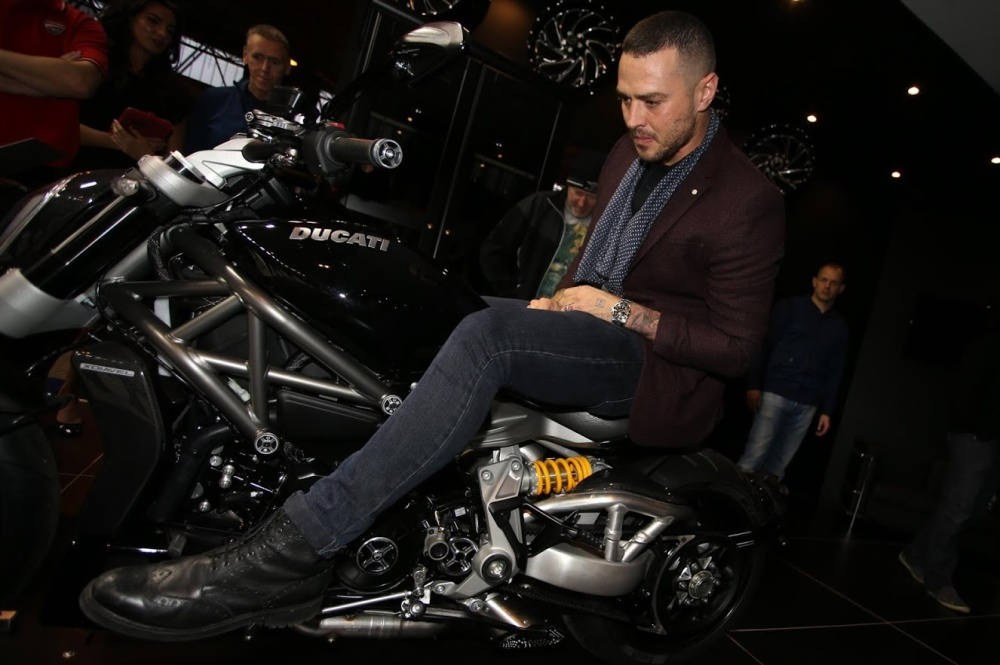mcbusted2bstart2bmatt2bwillis2bwith2bxdiavel2bs