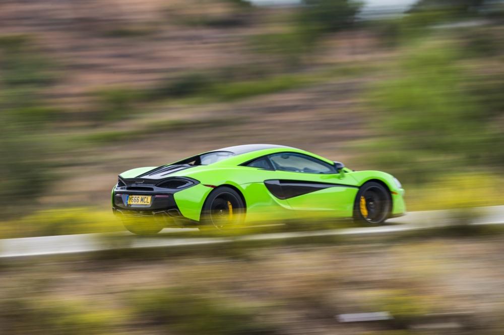 McLaren 570S Coupe-Mantis Green 2