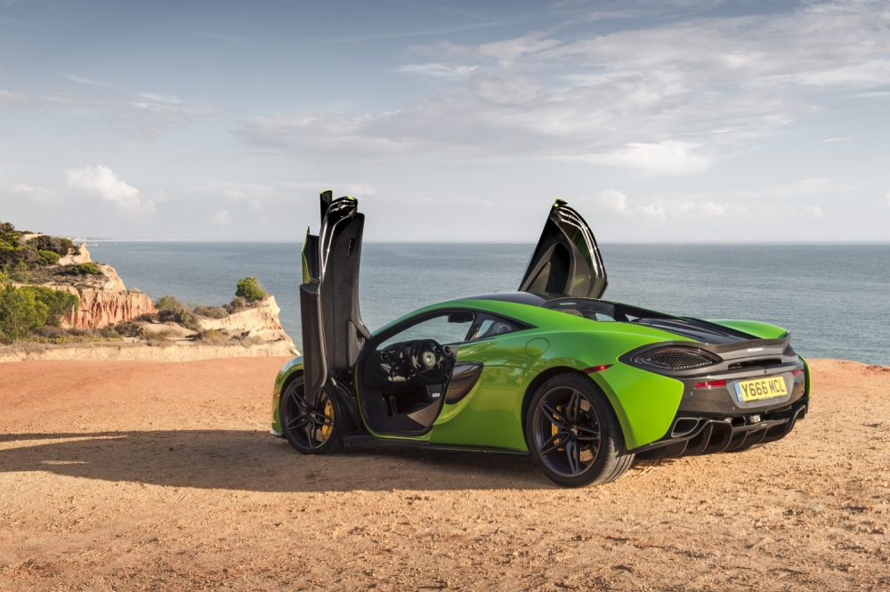 McLaren 570S Coupe-Mantis Green 3