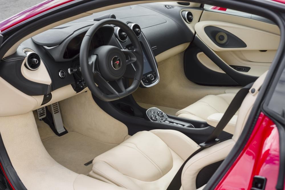 McLaren 570S Coupe-Vermillion Red- 3