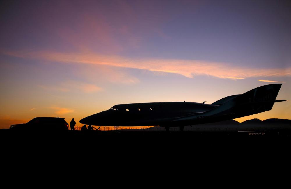 Range Rover Autobiography Tows Virgin Galactic's SpaceShipTwo In Global Unveiling - Mojave Night View